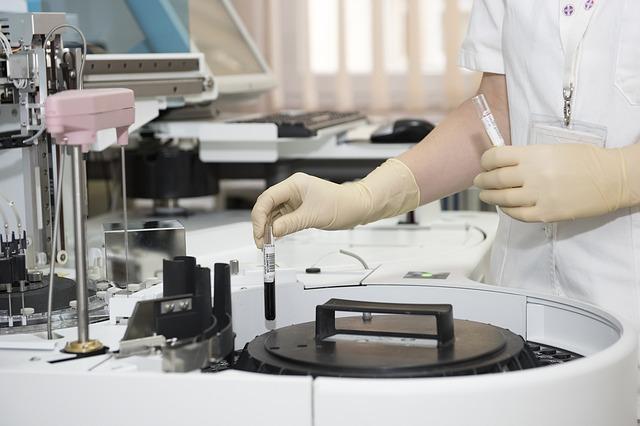 Occhiali da lavoro per operatori in laboratori d'analisi