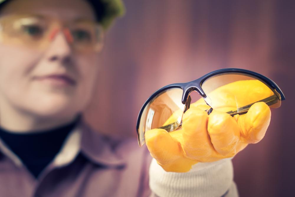 Occhiali antinfortunistici: DPI per salvaguardare gli occhi sul lavoro