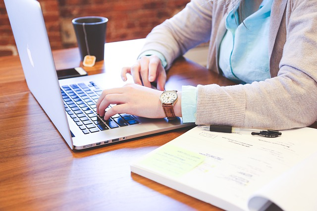 Corsi di base per lavoratori: i vantaggi dell'e-learning